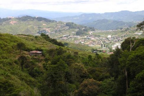 Kundasang-view-towardsfront