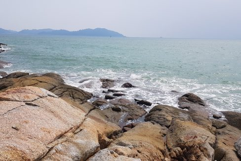 Teluk Senangin 60,000sf beautiful rocky outcrop