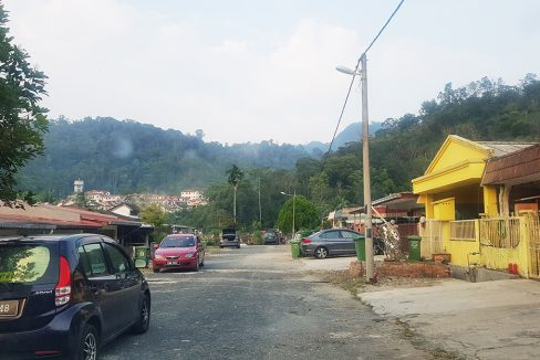 Bentong 19p5 elevated land-view from housing