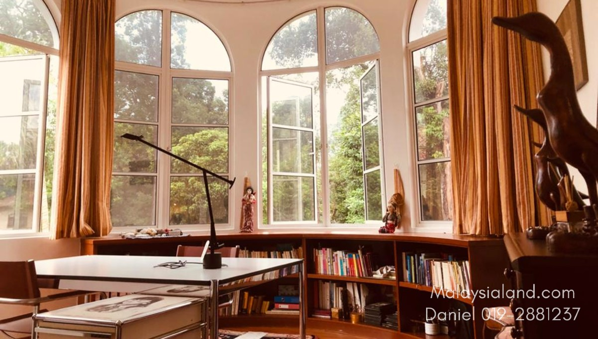 Website - Office or reading room